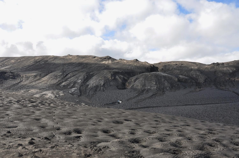 Glacier recouvert de cendres au col de Fimmvorduhals, Islande