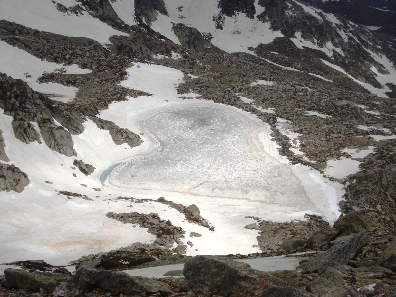 Coeur de glace : Lac de Bastani depuis le Monte Rinosu (Corse)