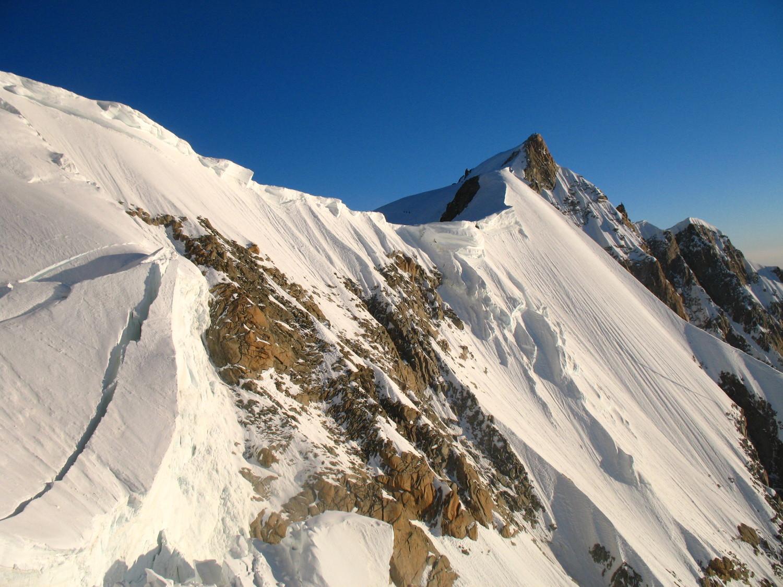 Le sommet du Mont Maudit vu depuis la Brenva