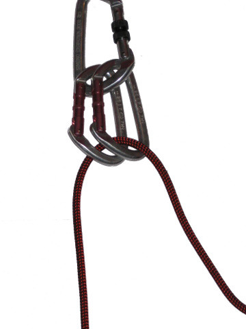 Passer la corde dans 2 mousquetons