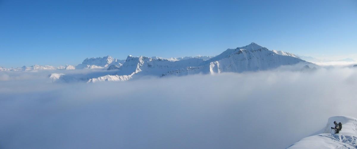Tavaneuse dépassant de la mer de nuages