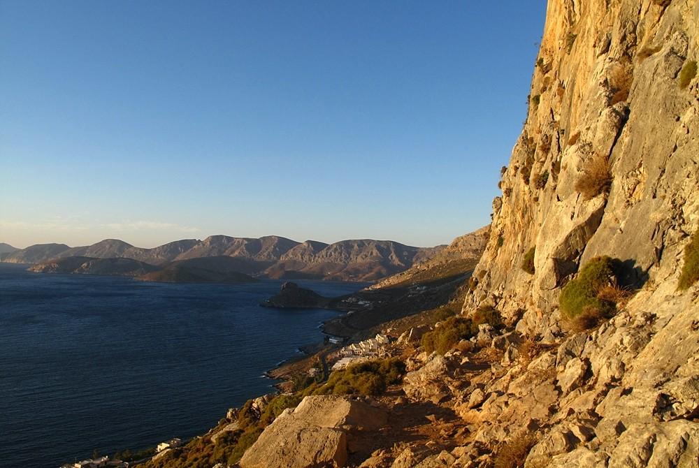 De secteur Poets (Kalymnos), vue vers le N et la baie d'Emporios