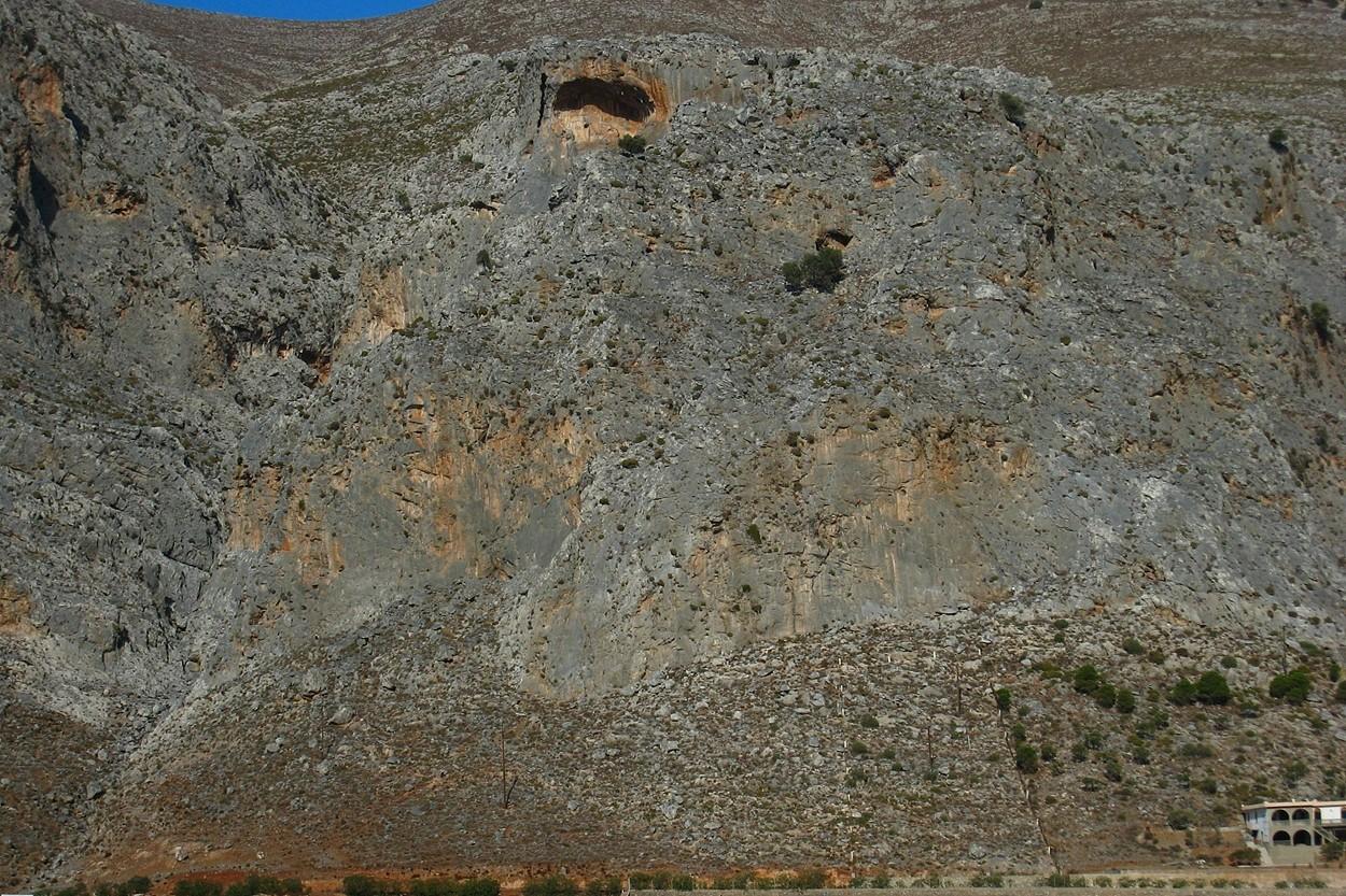 Kalymnos : Grey Zone (G) et Sea Breeze (D) vus de l'autre côté de la baie d'Arginonda