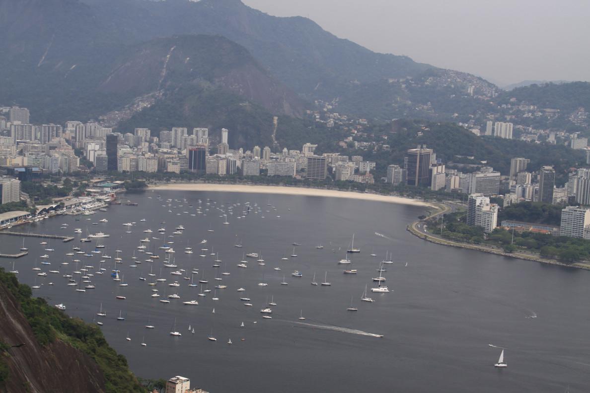 Une belle vue sur Rio (baie de Botafogo), malheureusement la météo ne collabore pas