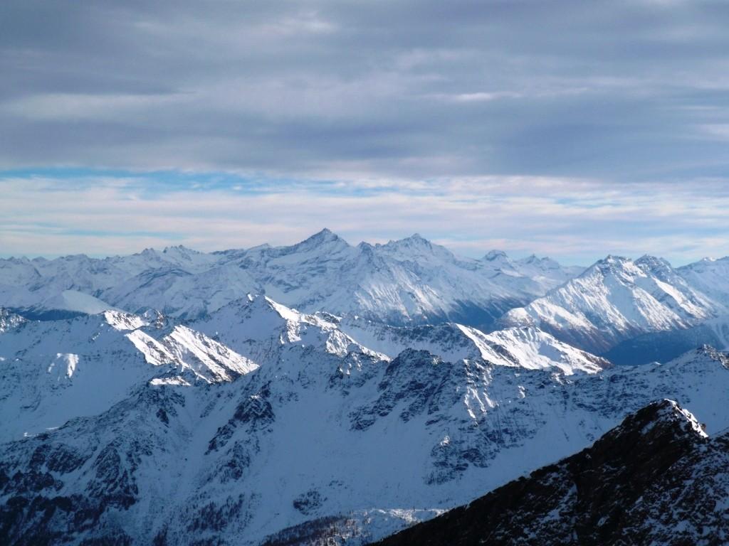 Pas mal de neige côté italien. Au fond, la Grivola et le Grand Paradis