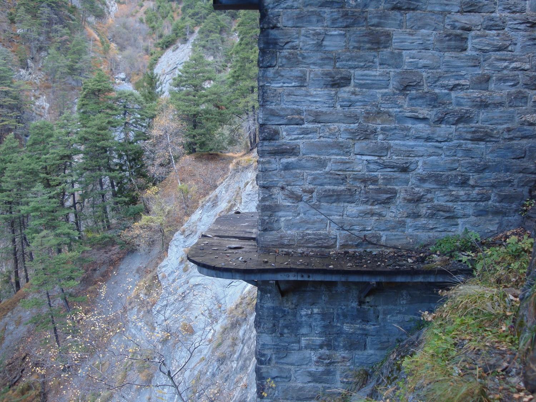 Manera: pilier du pont