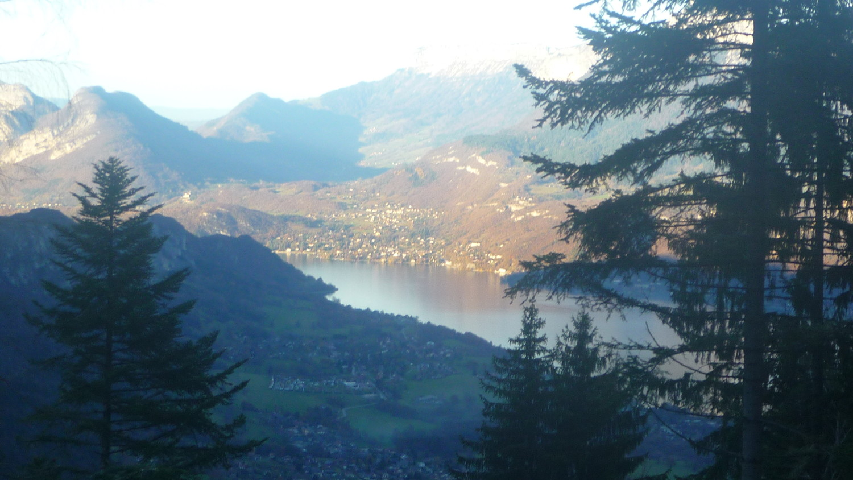 Un petit regard sur le lac d'Annecy