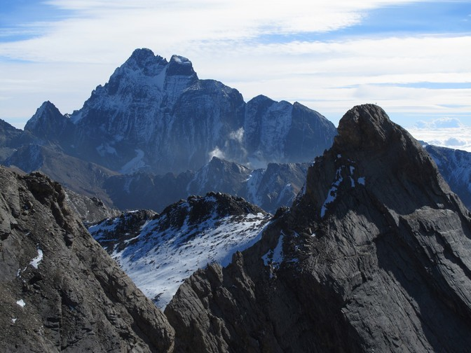 Le Mont Viso (3841 m), avec les parois du Pic d'Asti au premier plan
