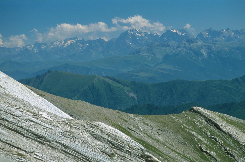Vue sur le versant N des Alpes Maritimes