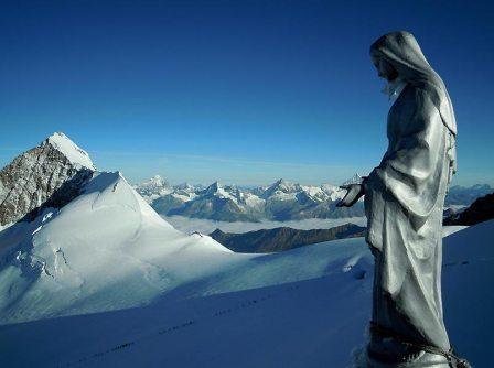 Vierge du Corno Nero, au loin le Lyskamm