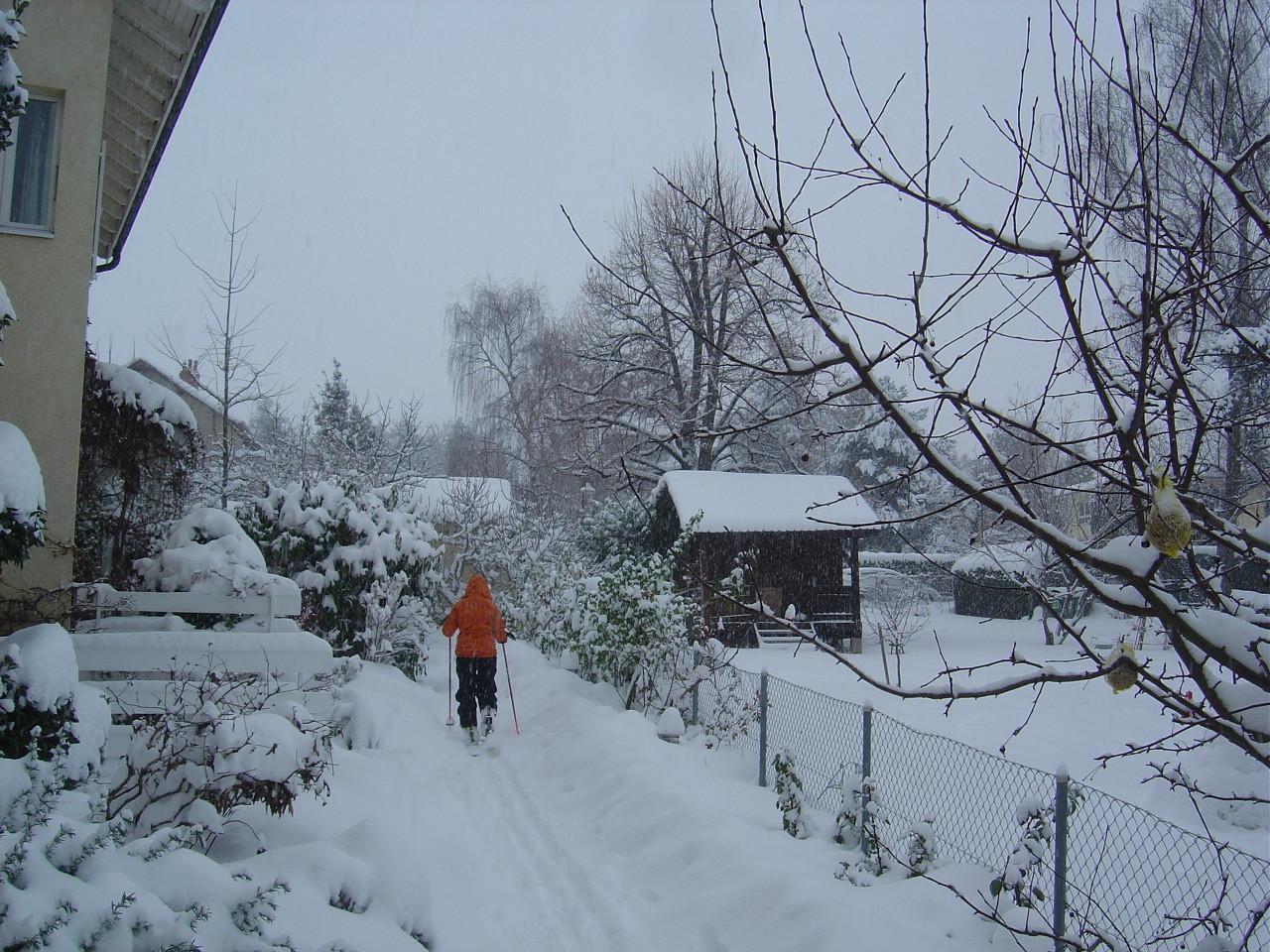 Marianne part de la maison à ski