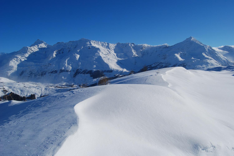 Poco sotto il Pian dei Cavalli le montagne sopra l'abitato di Madesimo.