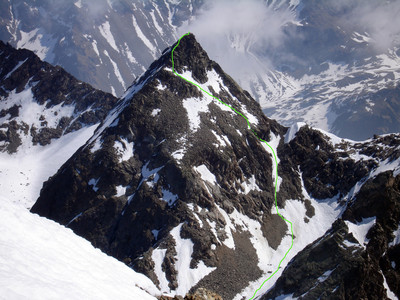 La Punta Sud dei Sassi Rossi 3101 m, versante SW durante la salita alla Cima di Lago Spalmo il 25 aprile 2007 in un periodo di scarsissimo innevamento
