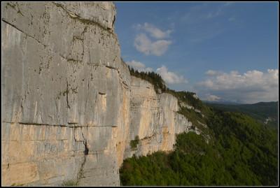 La partie S de la falaise de Roche Rousse  depuis le sommet de la Vierge du Vercors