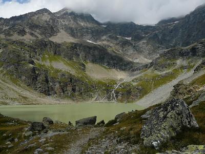 Lac de San Grato et le bec du Lac dans les nuages (Valgrisenche)