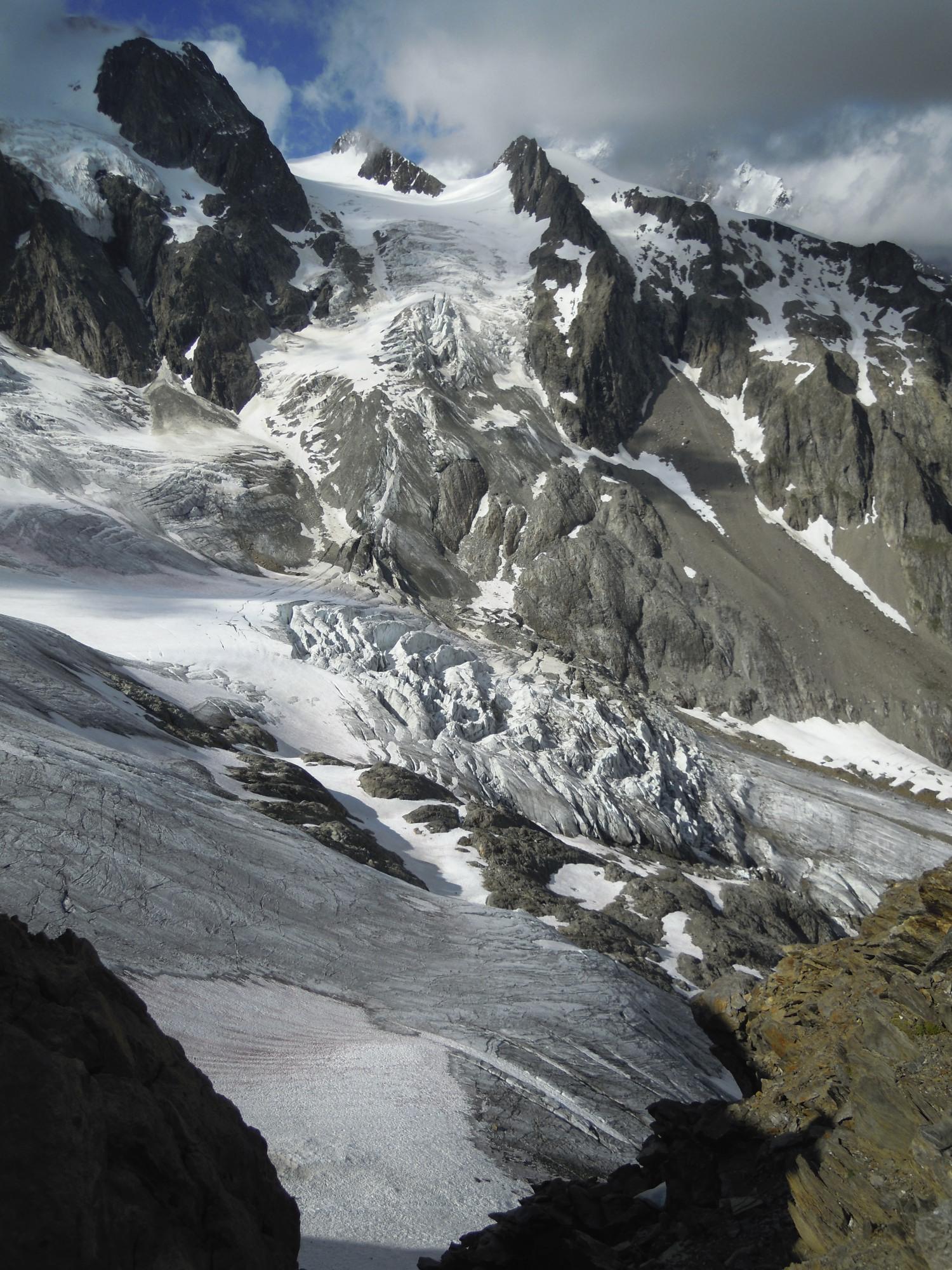Aiguille des Glaciers : Arête Kuffner - Camptocamp.org