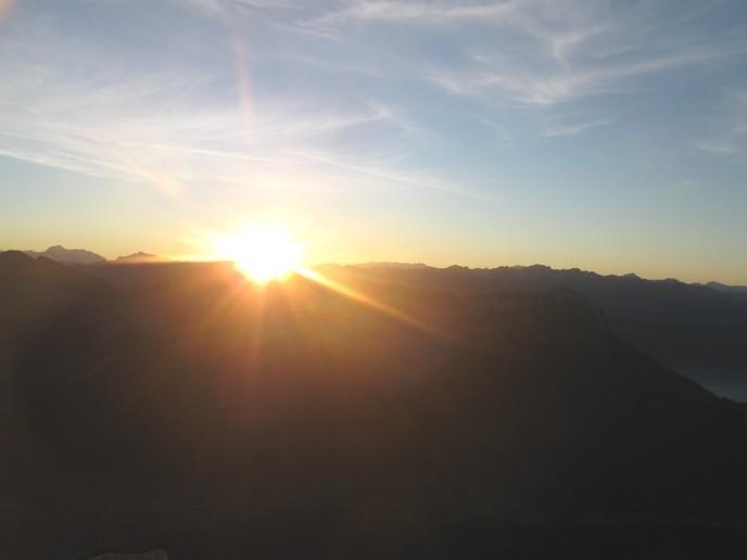 Petit matin, le soleil apparait