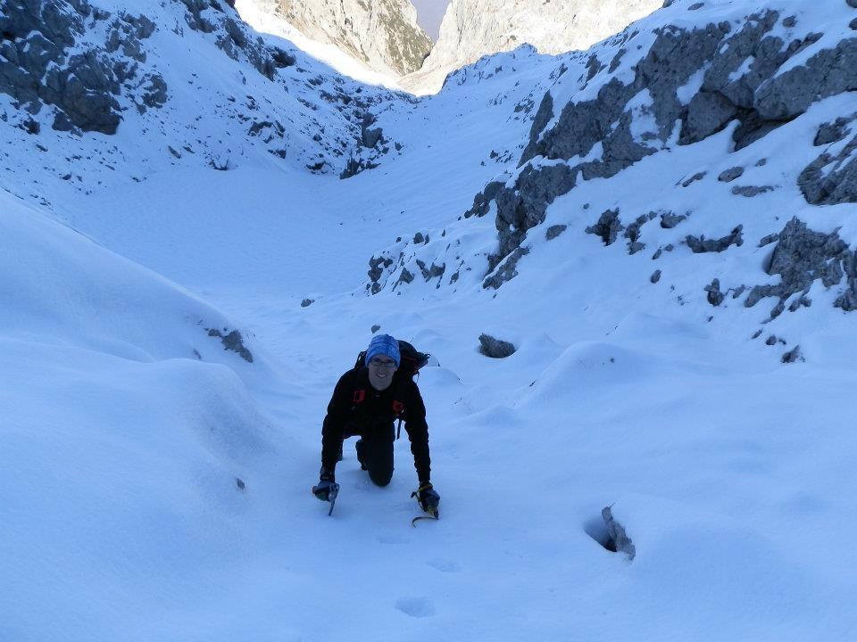 Quasi in cresta, alle spalle l'itinerario per la discesa invernale