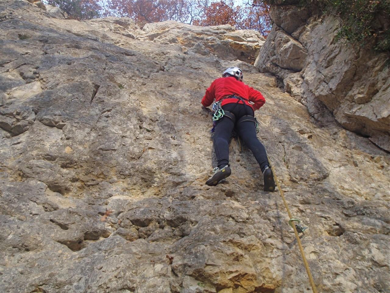 Grimpe au soleil pour Chevrette, sur rocher chaud et sec, à fin novembre: le pied