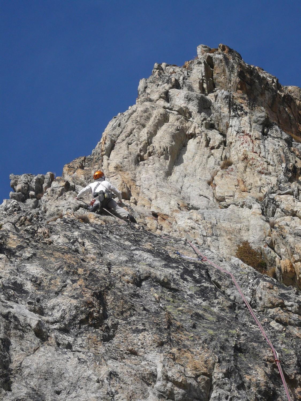 Les Géologues: beau granite dans L1 malgré les lichens.