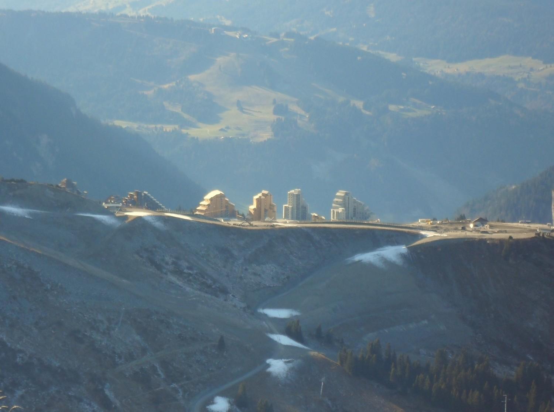 On construit des gratte-ciels maintenant sur les montagnes?