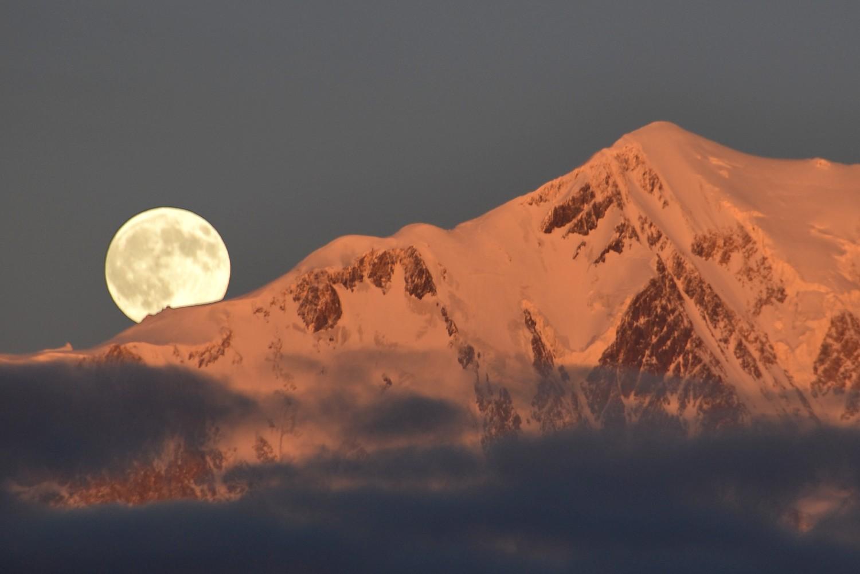 La Lune séjourne au refuge Vallot