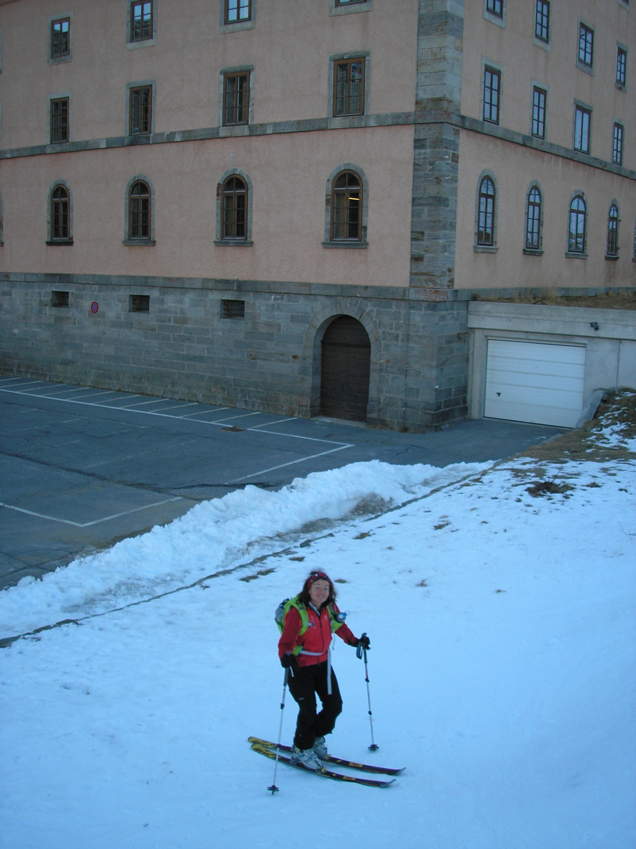 Départ skis aux pieds de l'Hospice!