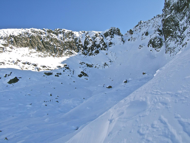 La combe NW du Mt Aver que l'on voit tout au fond à gauche.
