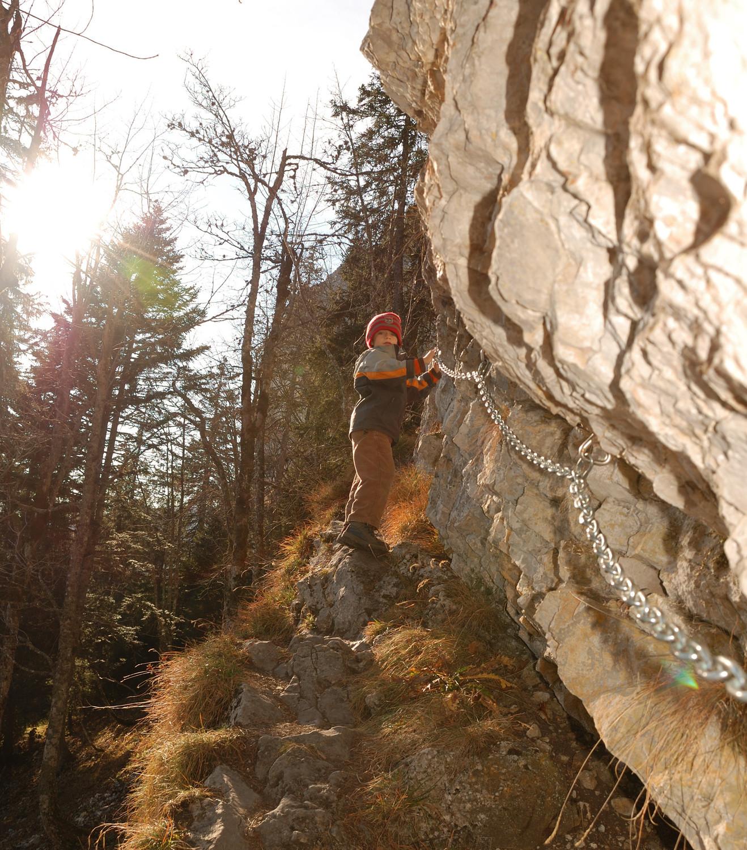 Accès à la Cave Noire, Aiguilles de Baulmes (Jura)