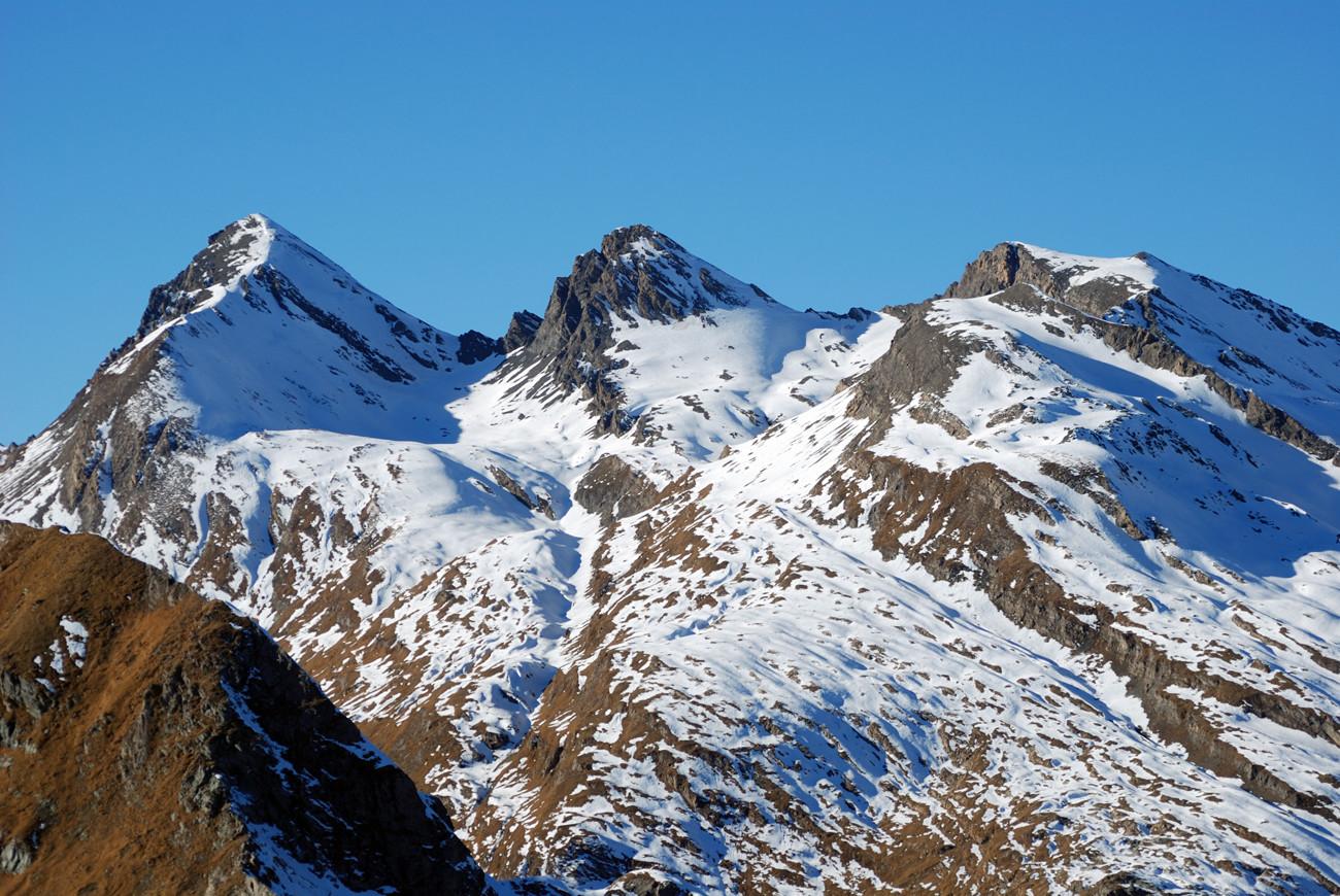 Gletscherhorn 3107 m Pizzo Predarossa 3083 m e Piz Mungiroi 3046 m dal Piz Maroz Dent 2599 m