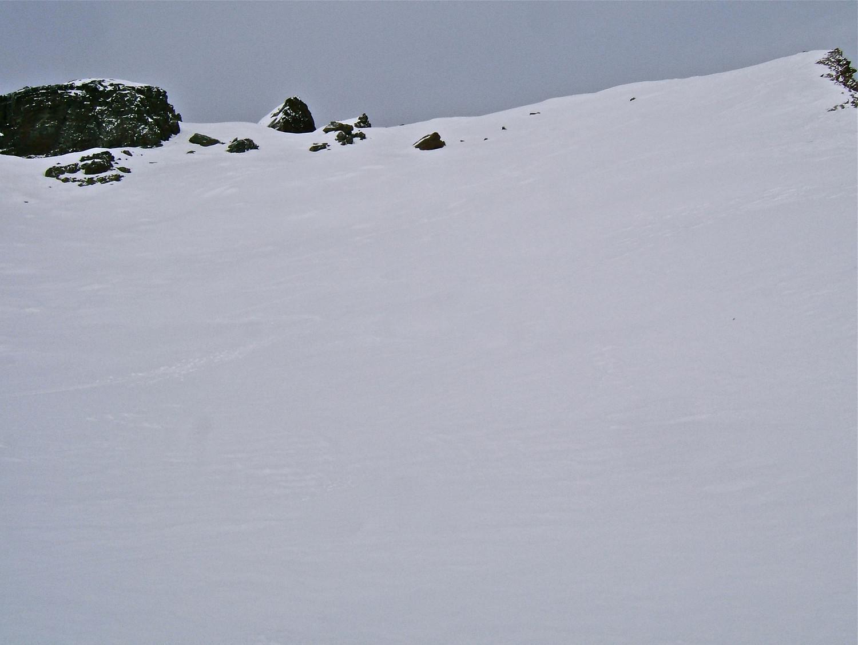 Belle neige dans la pente sommitale.