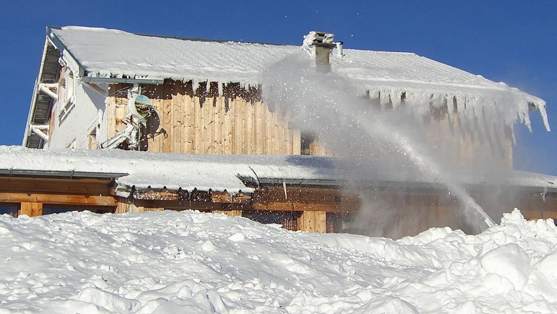 Col du Joly - canon à neige a grumeaux