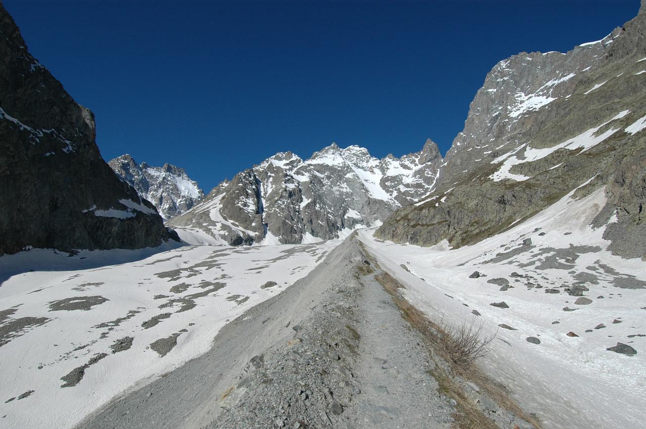 Moraine du Glacier Noir, Pic Coolidge, Barre des Ecrins