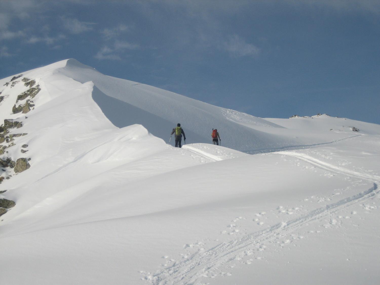 Arête neigeuse en arrivant au sommet