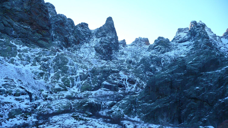 Côté N du Trimbulacciu, pas de neige mais de la glace