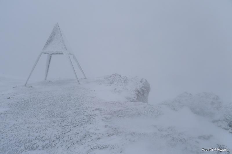 Sommet du Mont-Tendre dans le blizzard