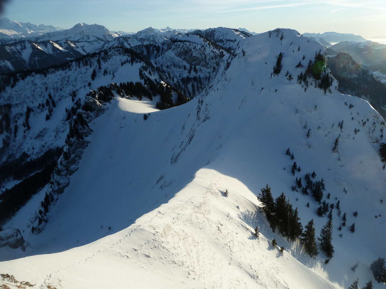 La fin de journée est si belle que je n'ai pas envie de descendre: allons voir par là-haut!