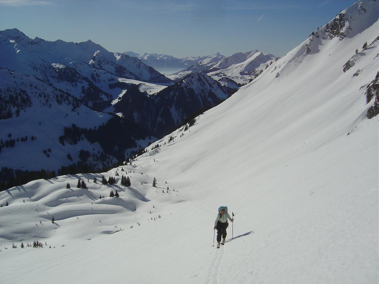 Au bas de la face, Pic Chaussy à gauche, Mont d'Or à droite, col des Mosses entre deux