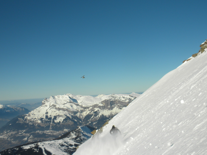 Sam en ULM et Matt à ski