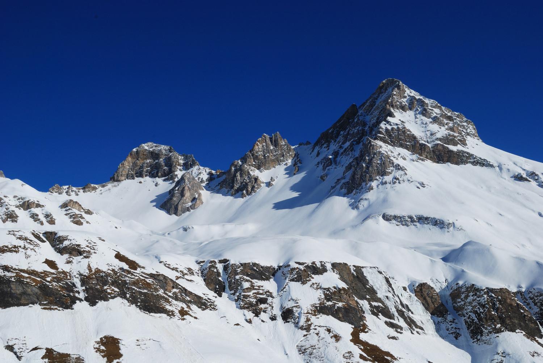 Durante la salita al Schollenhorn  da sinistra Alperschallihorn 3039 m Steilerhorn 2930 m e Teurihorn 2973 m