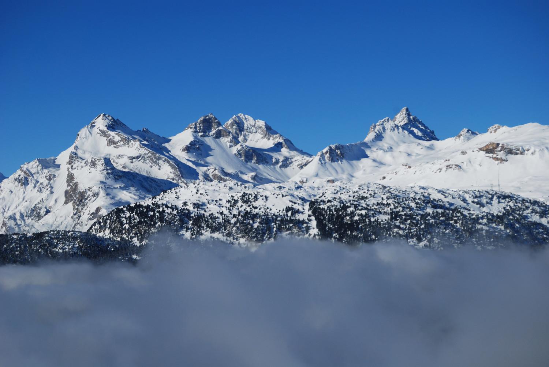 da sinistra Teurihorn 2973 m, Steilerhorn 2930 m Alperschllihorn 3039 m e Pizzas d'Anarosa 3000 m versante E, durante la salita al Nolla 2641 m