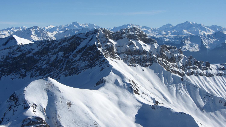 versant W de l'Arcalod devant la Vanoise