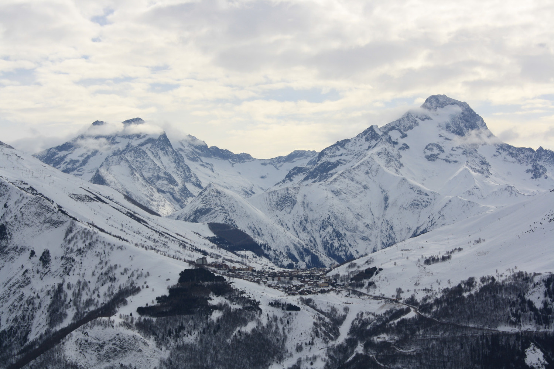 Les Deux Alpes, une ville en montagne