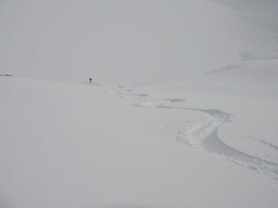 ottima neve prima del lago del monte