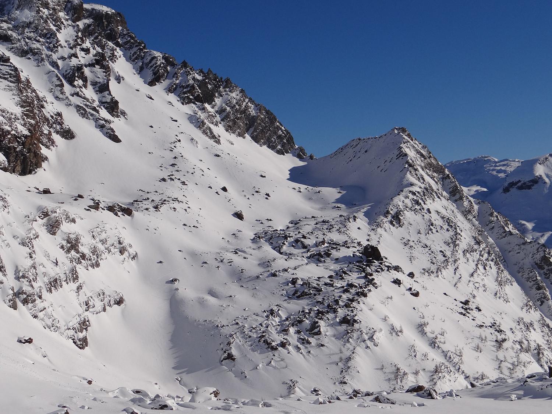 Pizzo Stange e Bocchetta Stange (versant W) donnant accès au long couloir NE