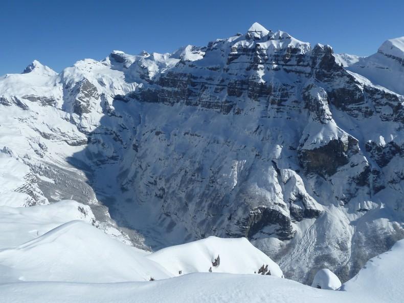 Au sommet,  le Bout du Monde où il doit bien faire -30° ;-), et le maître Tenneverge