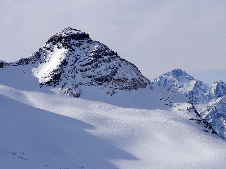 Lo pizzo Scalino e dietre il monte Disgrazia, vista dalla cima del Piz Cancian