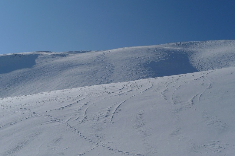 in pendi sul versante di SE, verso la Skihaus