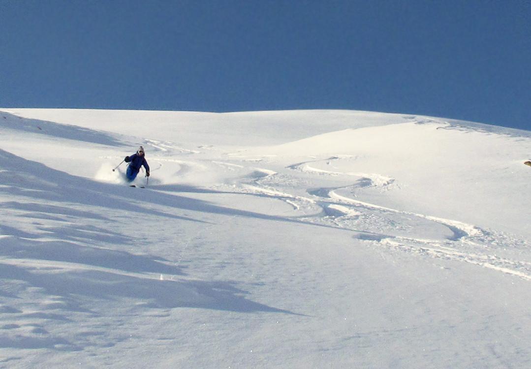 Valentino in discesa dalla quota 2328 m al Muttans...