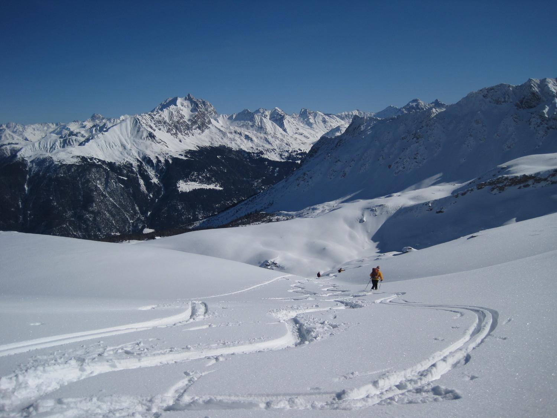 Bella neve appena sotto la cresta